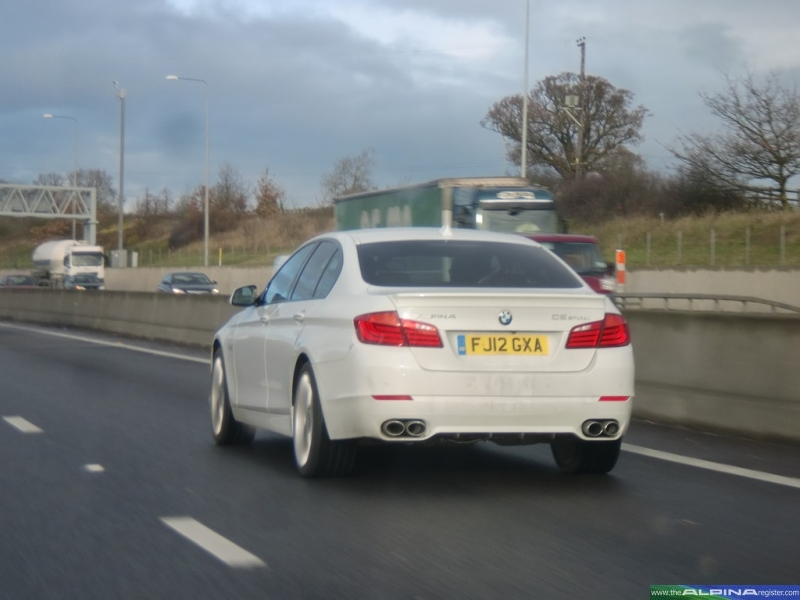 White D5 Bi-Turbo Saloon